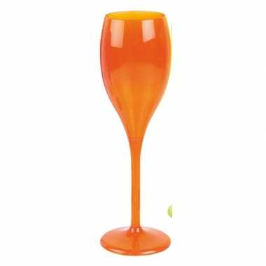 Neon oranje wijnglas