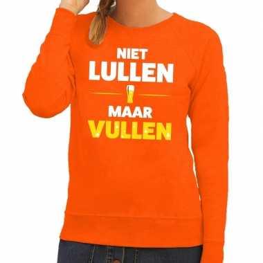 Niet lullen maar vullen fun sweater oranje voor dames