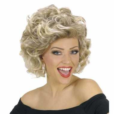 Olivia pruik blond en kort