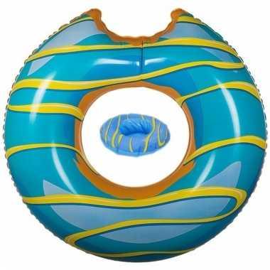 Opblaas blauwe donut zwemband en bekerhouder voor in het zwembad