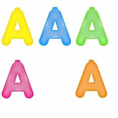 Opblaasbare gekleurde letter a