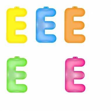 Opblaasbare gekleurde letter e