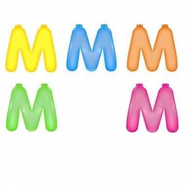 Opblaasbare gekleurde letter m