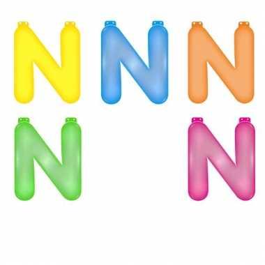 Opblaasbare gekleurde letter n