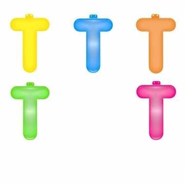 Opblaasbare gekleurde letter t