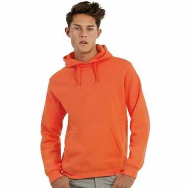 Oranje trui met capuchon