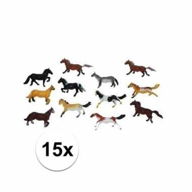 Paardjes set van 15x plastic speelgoed paarden van 6 cm