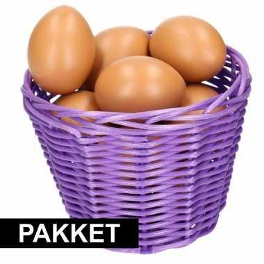 Paars paaseieren mandje met bruine eieren