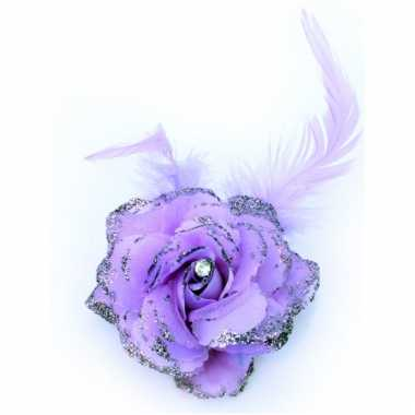 Paarse bloem op speld met elastiek