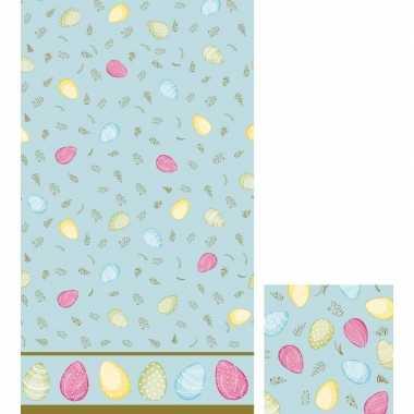 Paasdecoratie set servetten en tafelkleed/tafellaken lichtblauw/paste