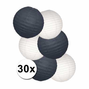 Pakket met witte en zwarte lampionnen