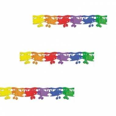 Papieren slinger met gekleurde vliegtuigjes
