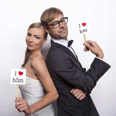 Photoprop love op stokjes voor bruiloft