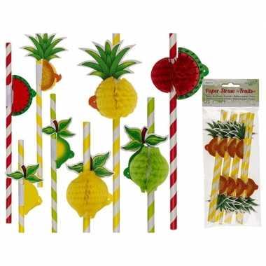 Rietjes met aardbei, ananas en peer