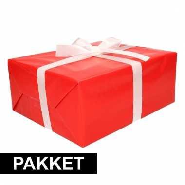 Rode cadeauverpakking pakket met wit cadeaulint