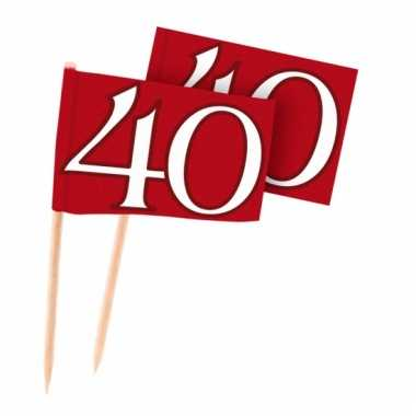 Rode cocktailprikkers 40 jaar