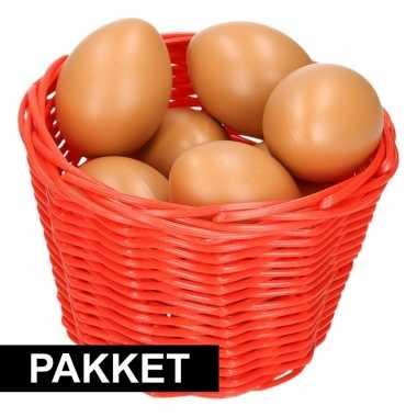 Rood paaseieren mandje met bruine eieren