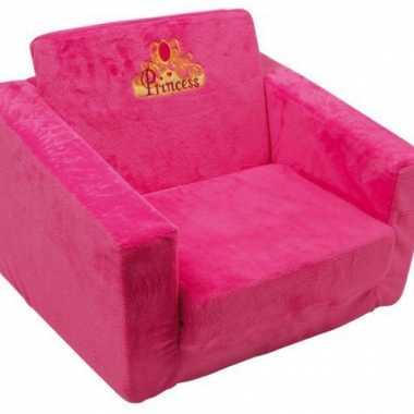 Roze stoel voor op een meisjes kamer
