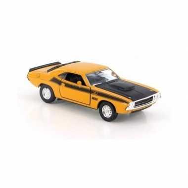 Speelgoedauto dodge challenger 1970 geel 1:34