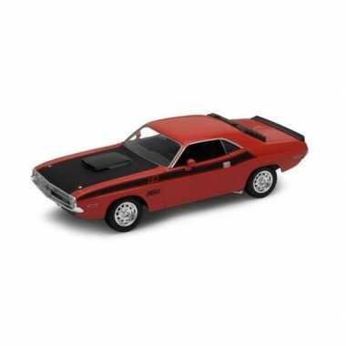 Speelgoedauto dodge challenger 1970 rood 1:34
