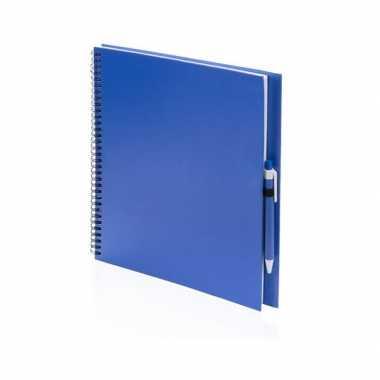 Tekeningenboek blauw met pen