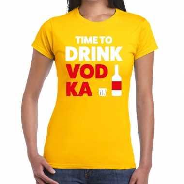 Time to drink vodka fun t-shirt geel voor dames