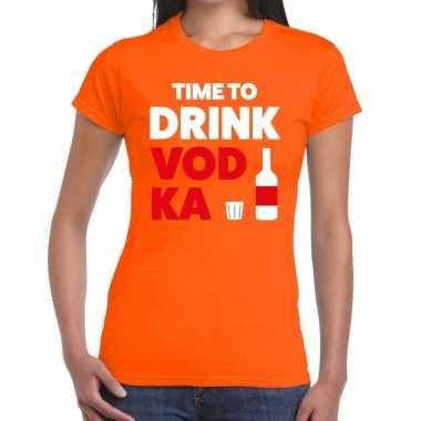 Time to drink vodka fun t-shirt oranje voor dames