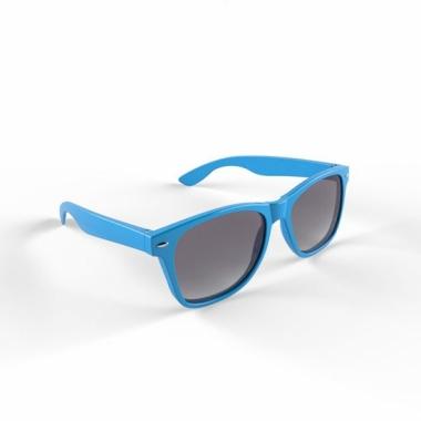 Trendy zonnebrillen lichtblauw