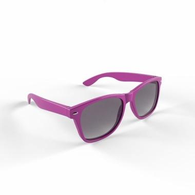 Trendy zonnebrillen paars