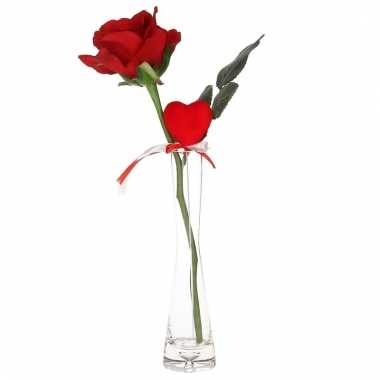 Valentijn rode kunstroos met hart cadeau in smal vaasje