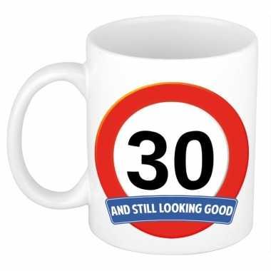 Verjaardag 30 jaar mok / beker stil looking good