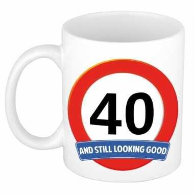 Verjaardag 40 jaar mok / beker stil looking good