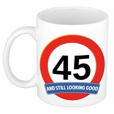 Verjaardag 45 jaar mok / beker stil looking good