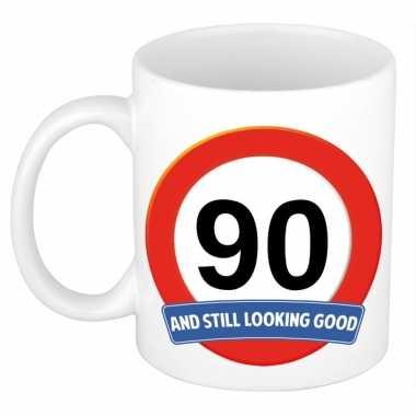 Verjaardag 90 jaar mok / beker stil looking good