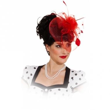 Vintage hoedje rood op kam