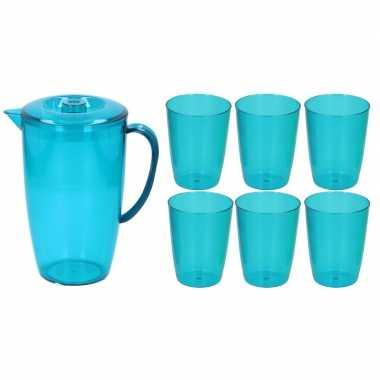 Waterkan/sapkan met deksel en 6x glazen blauw 2 liter kunststof/plast