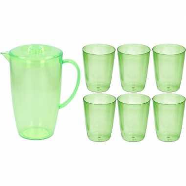 Waterkan/sapkan met deksel en 6x glazen groen 2 liter kunststof/plast