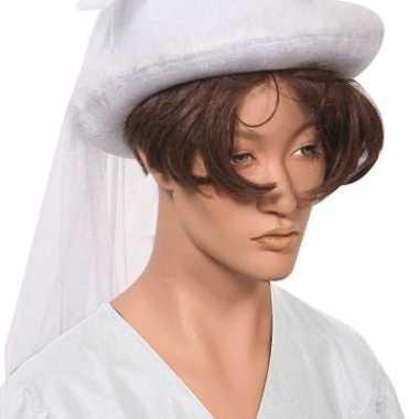 Witte bruidshoedjes
