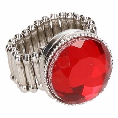 Zilveren metalen ring met rode robijn chunk