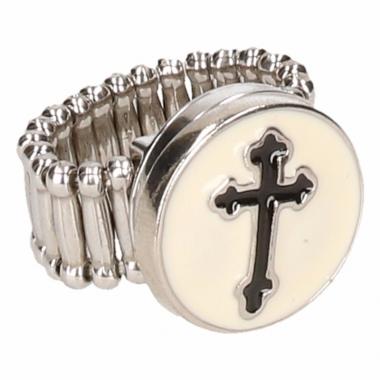 Zilveren metalen ring met zwart kruis chunk