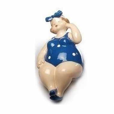 Zittende dikke dames beeldje blauw/wit badpak 12 cm