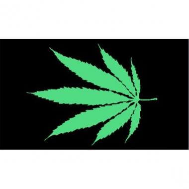 Zwart met groene cannabis vlag