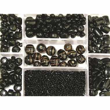 Zwarte glazen kralen in box 115 gram