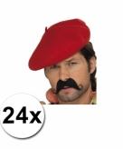 24 rode franse baretten