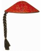 Aziatische rode hoed met vlechtje