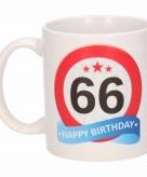 Cadeau 66 jaar mok beker verkeersbord thema