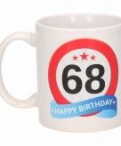 Cadeau 68 jaar mok beker verkeersbord thema