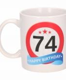 Cadeau 74 jaar mok beker verkeersbord thema
