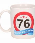Cadeau 76 jaar mok beker verkeersbord thema