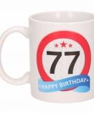 Cadeau 77 jaar mok beker verkeersbord thema